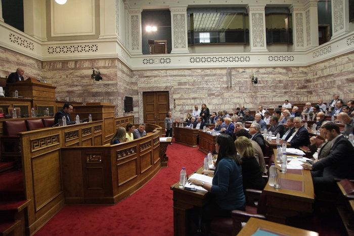 Σφοδρός καβγάς στη Βουλή και επίθεση Παππά σε ΕΣΡ