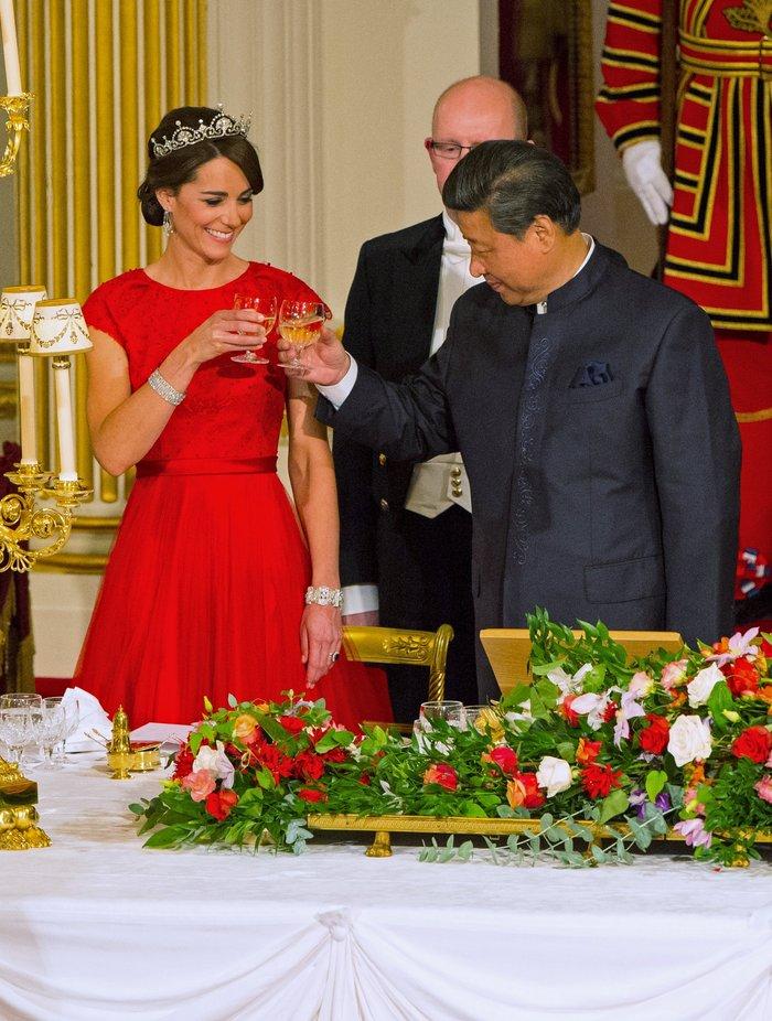 Glamour σε σκηνές από παραμύθι: Η Κέιτ κλέβει τη δόξα από τη Βασίλισσα