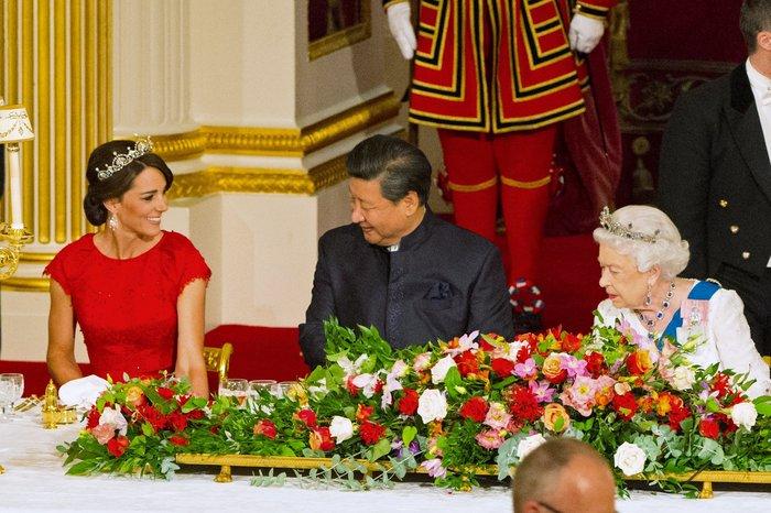 Glamour σε σκηνές από παραμύθι: Η Κέιτ κλέβει τη δόξα από τη Βασίλισσα - εικόνα 2