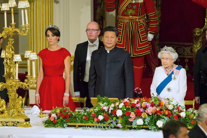 Glamour σε σκηνές από παραμύθι: Η Κέιτ κλέβει τη δόξα από τη Βασίλισσα - εικόνα 4