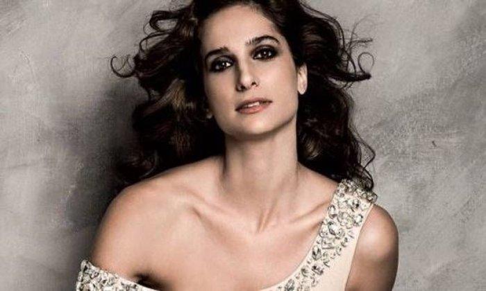 Η Ελληνίδα ηθοποιός και μαμά θα βγει γυμνή στη σκηνή