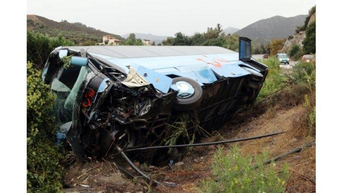 Ενας νεκρός σε σφοδρή σύγκρουση τουριστικού λεωφορείου στην Κρήτη (φωτο)