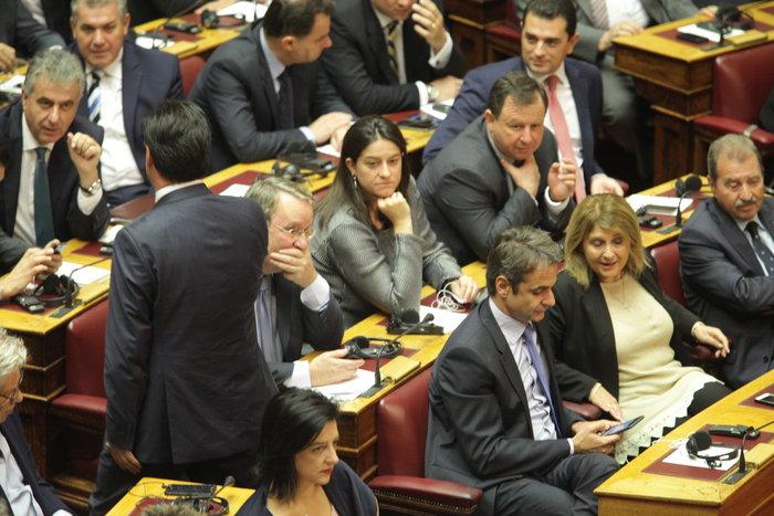 Η Βουλή περίμενε μιάμιση ώρα τον Ολάντ