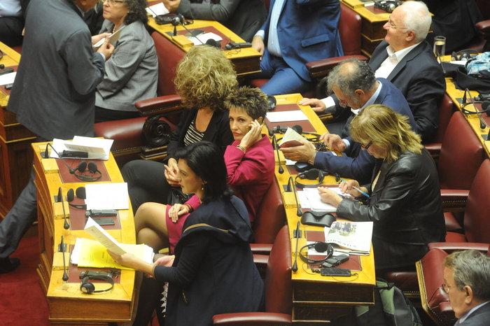Η Βουλή περίμενε μιάμιση ώρα τον Ολάντ - εικόνα 2