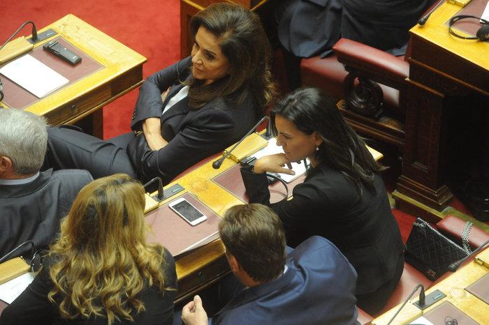 Η Βουλή περίμενε μιάμιση ώρα τον Ολάντ - εικόνα 3