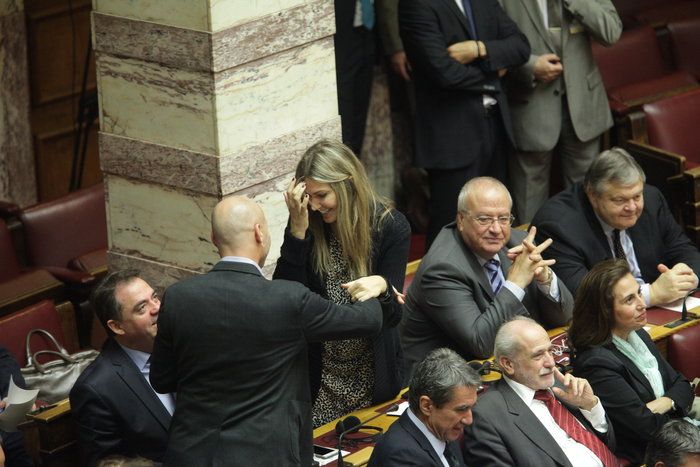 Η Βουλή περίμενε μιάμιση ώρα τον Ολάντ - εικόνα 5