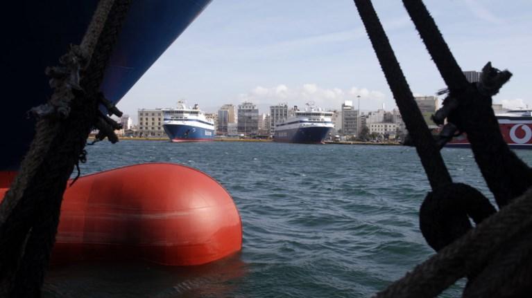 Αποτέλεσμα εικόνας για πλοία δεμένα λιμάνια