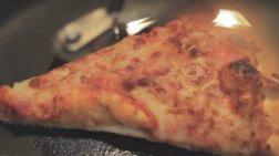 Αυτός είναι ο καλύτερος τρόπος να ζεστάνετε κρύα πίτσα