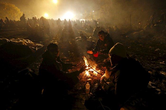 Χιλιάδες πρόσφυγες στα σύνορα Σλοβενίας - Αυστρίας