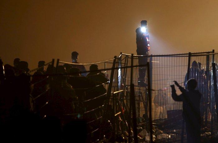 Χιλιάδες πρόσφυγες στα σύνορα Σλοβενίας - Αυστρίας - εικόνα 7