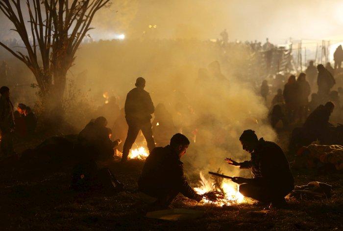 Χιλιάδες πρόσφυγες στα σύνορα Σλοβενίας - Αυστρίας - εικόνα 12