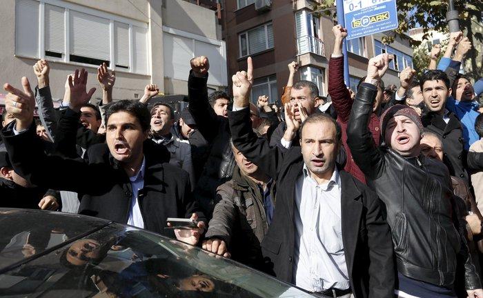 Εισβολή της τουρκικής αστυνομίας on air σε δύο τηλεοπτικά δίκτυα