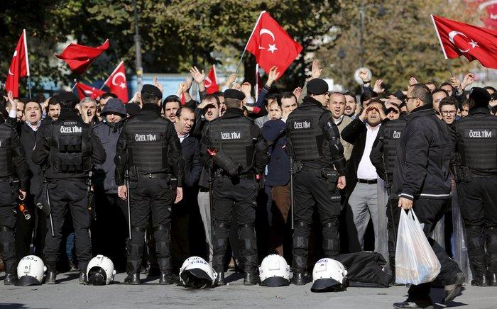 Εισβολή της τουρκικής αστυνομίας on air σε δύο τηλεοπτικά δίκτυα - εικόνα 2