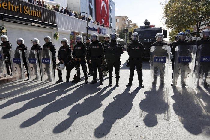 Εισβολή της τουρκικής αστυνομίας on air σε δύο τηλεοπτικά δίκτυα - εικόνα 6