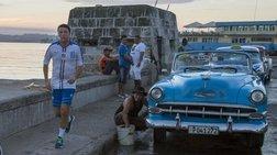 Ο Ρέντσι κάνει μπίζνες και... τζόκινγκ στην Κούβα