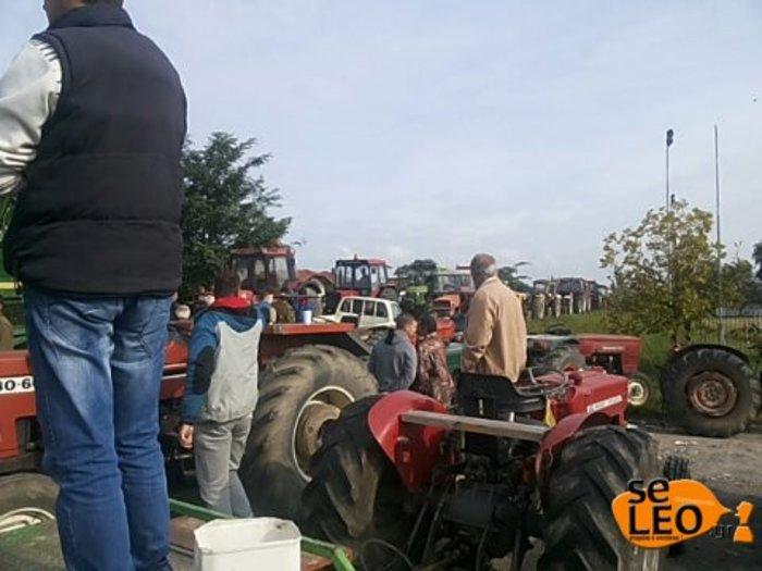 Από τα μπλόκα κατεβαίνουν στην Αθήνα οι αγρότες