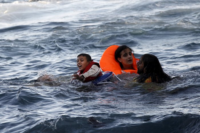 Υγρός τάφος το Αιγαίο για 100 νεκρά προσφυγόπουλα - εικόνα 13