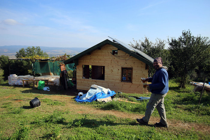 Πώς ζουν οι κάτοικοι του πρώτου ελληνικού οικοχωριού