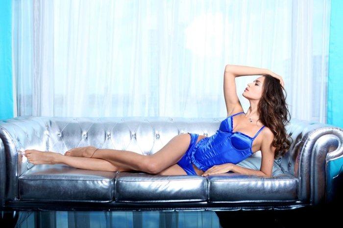 Η Ιρίνα Σάικ, στο κρεβάτι, μόνο με τα... απαραίτητα - εικόνα 6
