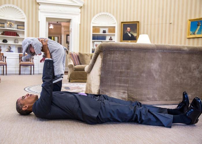 Το μωρό που έριξε τον Ομπάμα στα πατώματα