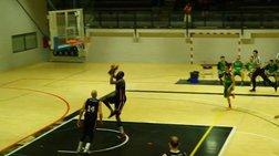 Σε αγώνα μπάσκετ κάρφωμα στον...τενεκέ [Βίντεο]