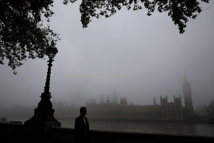 Το Λονδίνο καλύφθηκε από πυκνή ομίχλη - «Εξαφανίστηκε» η πόλη! - εικόνα 2