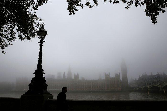 Το Λονδίνο καλύφθηκε από πυκνή ομίχλη - «Εξαφανίστηκε» η πόλη! - εικόνα 4