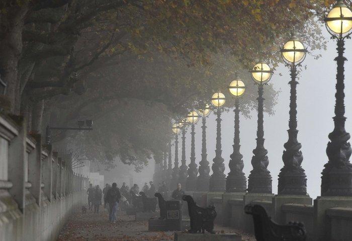 Το Λονδίνο καλύφθηκε από πυκνή ομίχλη - «Εξαφανίστηκε» η πόλη! - εικόνα 5
