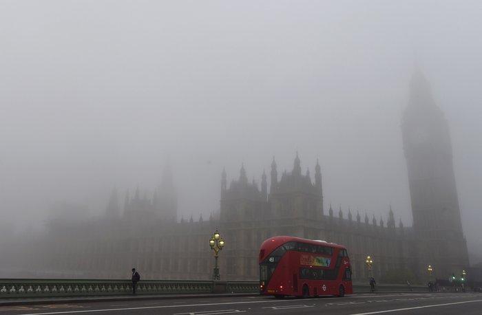 Το Λονδίνο καλύφθηκε από πυκνή ομίχλη - «Εξαφανίστηκε» η πόλη! - εικόνα 7