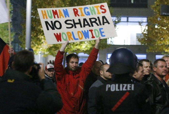 Διχασμένη η γερμανική κοινωνία για το ζήτημα των προσφύγων