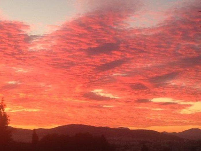 Οταν ένας ουρανός - πίνακας ζωγραφικής σκέπασε την Αθήνα [Εικόνες]