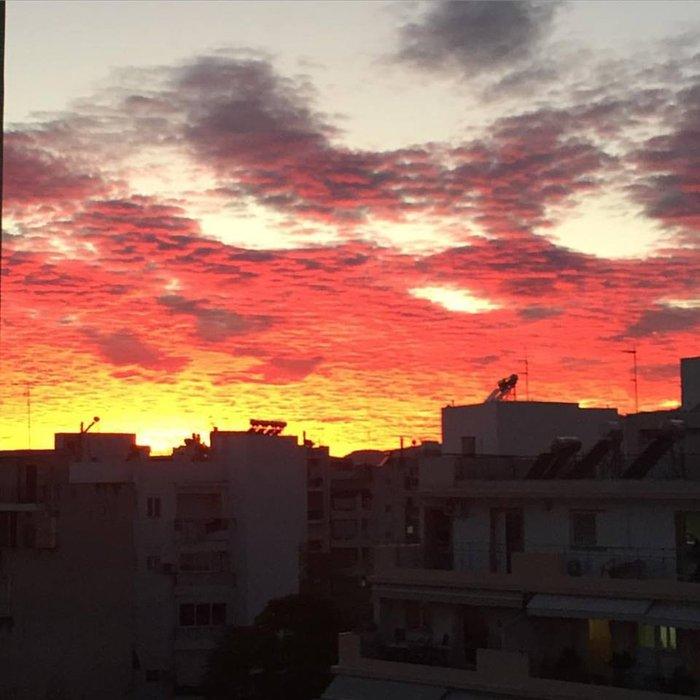 Οταν ένας ουρανός - πίνακας ζωγραφικής σκέπασε την Αθήνα [Εικόνες] - εικόνα 3