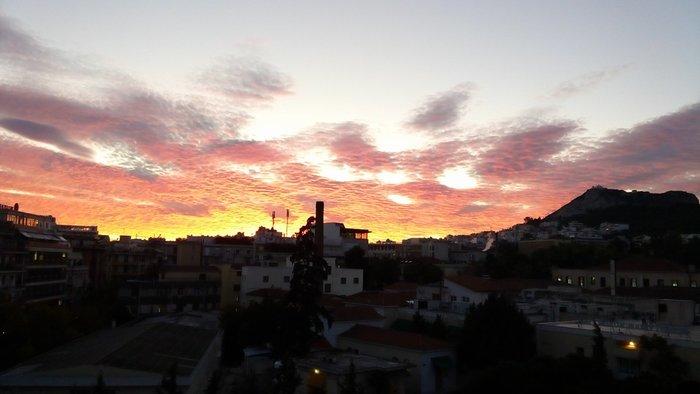 Οταν ένας ουρανός - πίνακας ζωγραφικής σκέπασε την Αθήνα [Εικόνες] - εικόνα 13