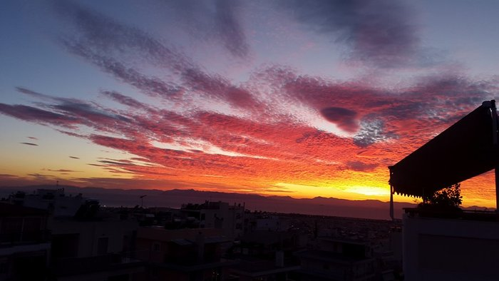 Οταν ένας ουρανός - πίνακας ζωγραφικής σκέπασε την Αθήνα [Εικόνες] - εικόνα 15