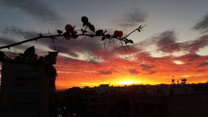 Οταν ένας ουρανός - πίνακας ζωγραφικής σκέπασε την Αθήνα [Εικόνες] - εικόνα 23