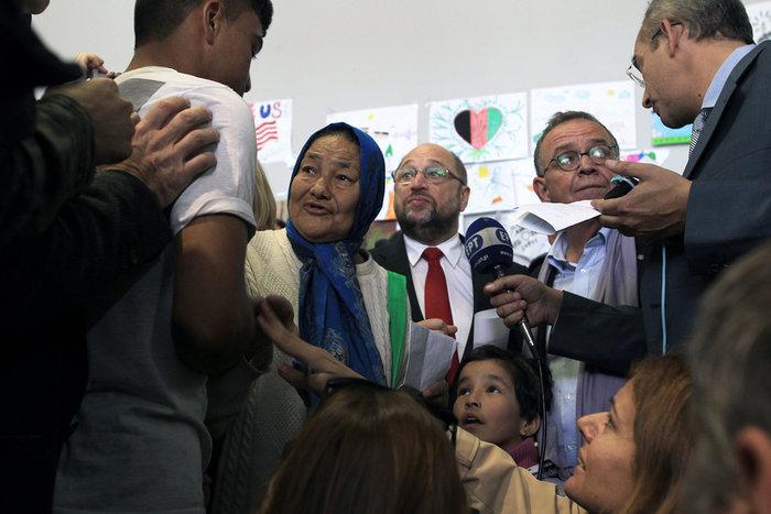 Οι selfies με τον Σουλτς αλλά και η κραυγή αγωνίας των προσφύγων - εικόνα 2