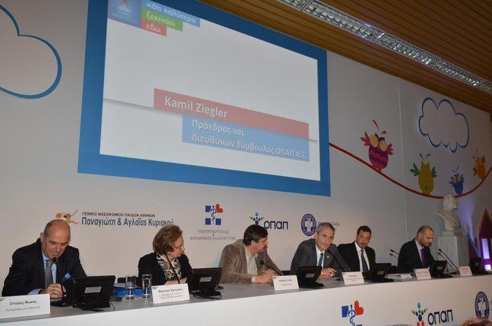 Πάνελ ομιλητών (από αριστερά) - κ. Σπύρος Φωκάς, Αντιπρόεδρος της ΟΠΑΠ ΑΕ, κα. Μαριόγκα Φραγκάκη, Πρόεδρος του Νοσοκομείου «Παναγιώτη και Αγλαΐας Κυριακού», κ. Ανδρέας Ξανθός, Υπουργός Υγείας, κ. Καμίλ Ζίγκλερ, Πρόεδρος και Διευθύνων Σύμβουλος της ΟΠΑΠ, κ. Εμμανουήλ Παπασάββας, κοινός Διοικητής των Διασυνδεόμενων Νοσοκομείων, Πετρ Ματεγιόφσκυ, Γενικός Δ/ντης Μάρκετινγκ της ΟΠΑΠ