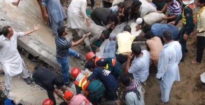 Δεκάδες νεκροί από κατάρρευση εργοστασίου στο Πακιστάν