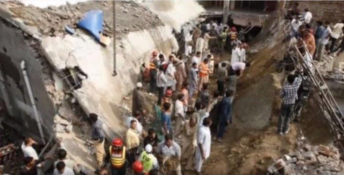Δεκάδες νεκροί από κατάρρευση εργοστασίου στο Πακιστάν - εικόνα 2