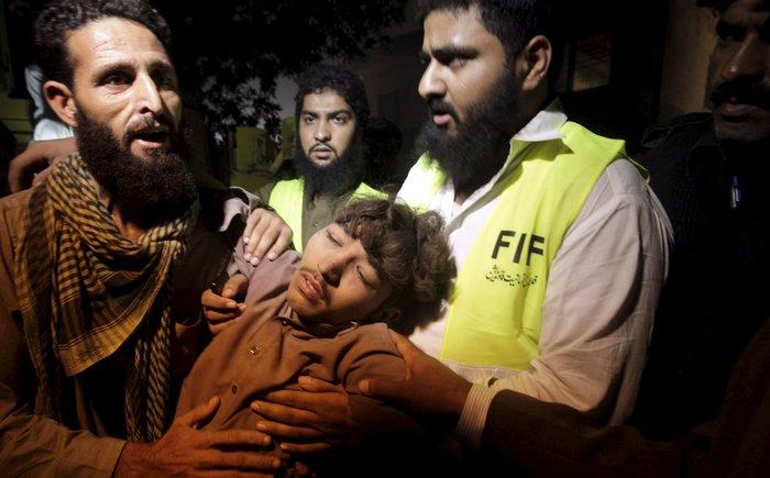 Δεκάδες νεκροί από κατάρρευση εργοστασίου στο Πακιστάν - εικόνα 4
