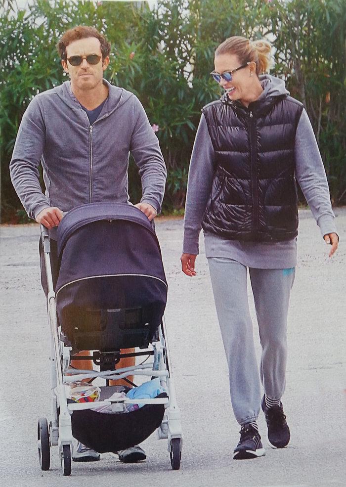 Καγιά-Κρασσάς: Ντύθηκαν ασορτί και βόλταραν με την 5 μηνών κόρη τους