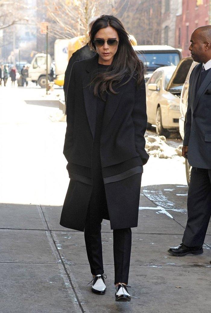 Κάντο όπως η Μπέκαμ: Η Δέσποινα Βανδή είναι επίσημα σχεδιάστρια μόδας - εικόνα 4