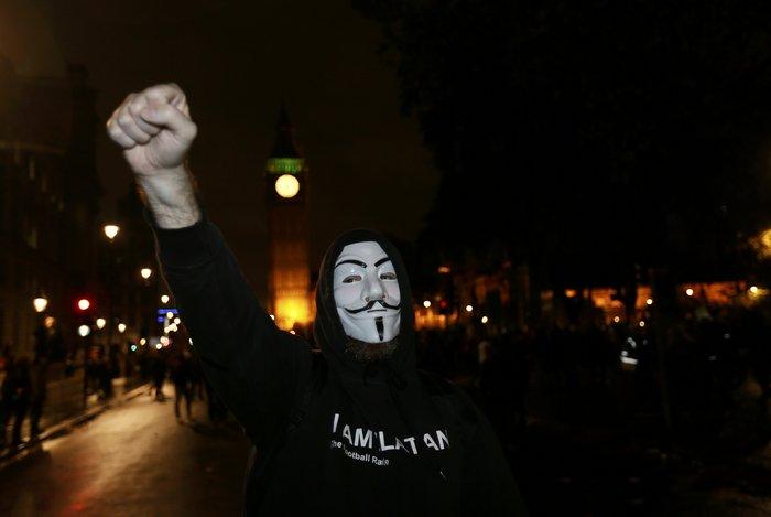 Γυαλιά καρφιά στο Λονδίνο στην πορεία των Anonymous - εικόνα 2