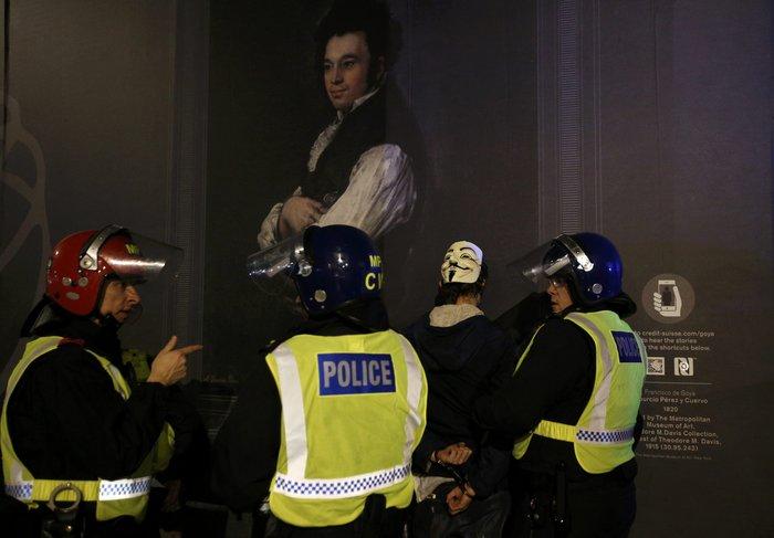 Γυαλιά καρφιά στο Λονδίνο στην πορεία των Anonymous - εικόνα 3