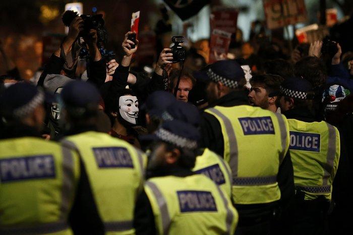 Γυαλιά καρφιά στο Λονδίνο στην πορεία των Anonymous - εικόνα 4