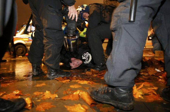 Γυαλιά καρφιά στο Λονδίνο στην πορεία των Anonymous - εικόνα 6