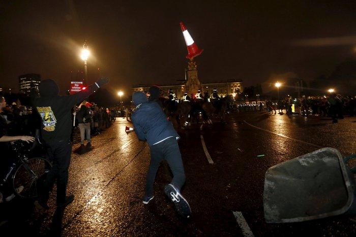 Γυαλιά καρφιά στο Λονδίνο στην πορεία των Anonymous - εικόνα 7