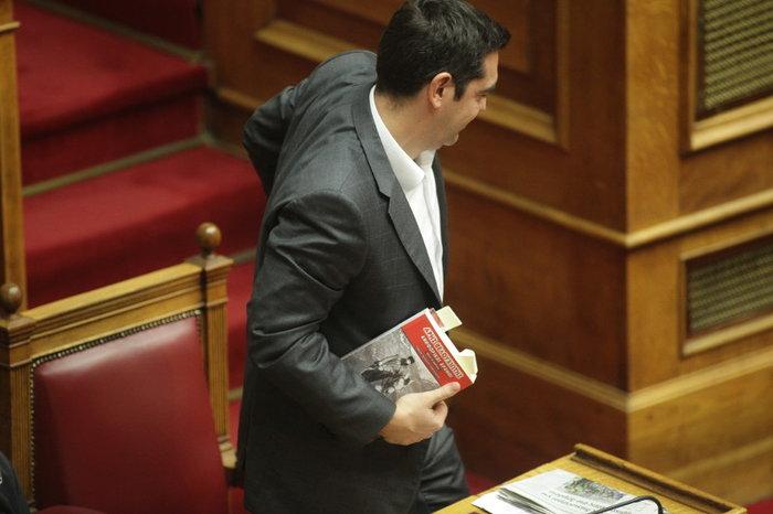 Ο Τσίπρας διάβαζε για τον Άρη Βελουχιώτη στη Βουλή - εικόνα 4