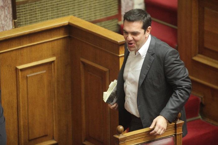 Ο Τσίπρας διάβαζε για τον Άρη Βελουχιώτη στη Βουλή - εικόνα 6