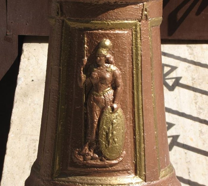Η θεά Αθηνά στο καπάκι